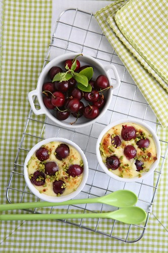 Cherry bake with pistachios