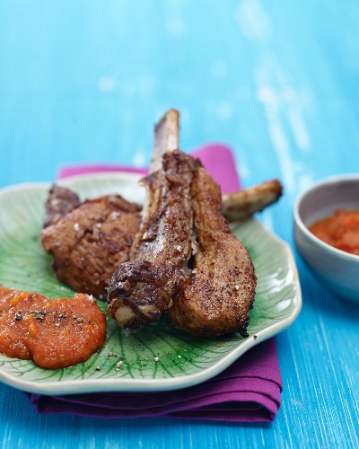 Glazed spare ribs with apple and tomato ketchup