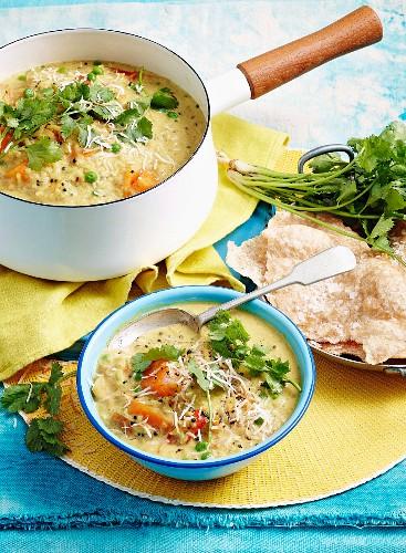 Würzige Reissuppe mit Puri-Brot (Indien)