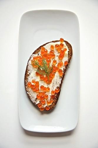 Butterbrot mit Lachskaviar (Russland)