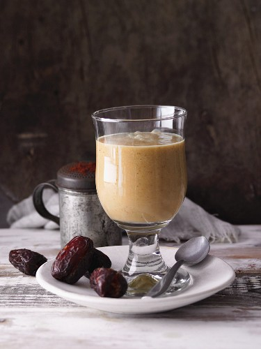 A date and orange smoothie with avocado and cocoa