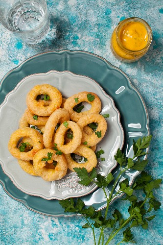 Fried squid rings with parsley