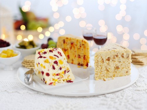 Stilton with crackers and red wine for Christmas