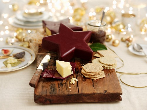 Christmas pudding with ham and crackers