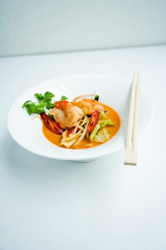 Coconut ramen with prawns and oriental vegetables