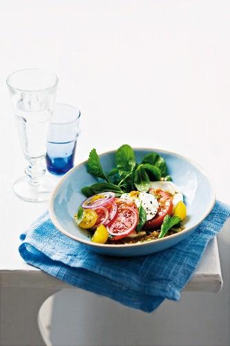 Tomato and mozzarella salad with a warm onion dressing