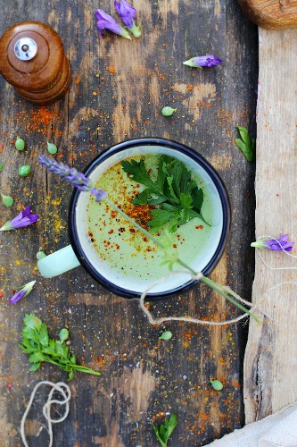 Green pea soup with peppers and parsley