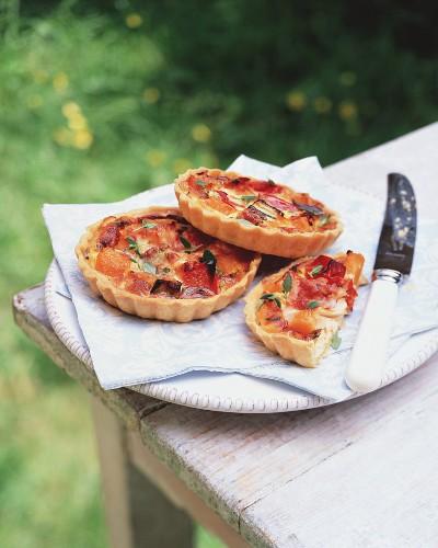 Ziegenkäsetartelett mit Ofengemüse für ein Picknick