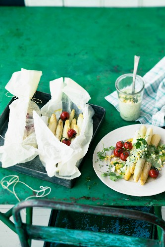 Asparagus parcels with tomatoes and herb and avocado sauce