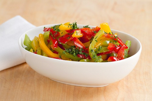 Steamed pepper sprinkled with herbs