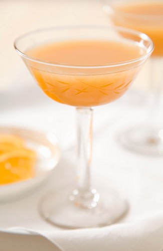 A cocktail made with apricot juice, vodka and Licor 43