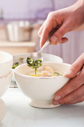 Clam chowder (creamy clam soup, USA)