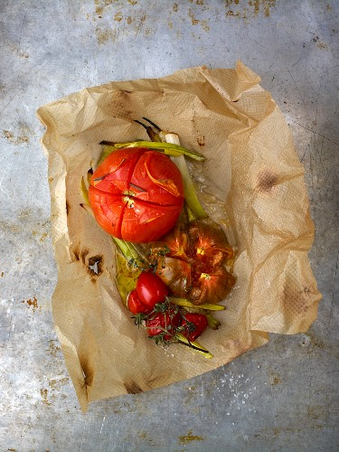 Tomatoes roasted in foil
