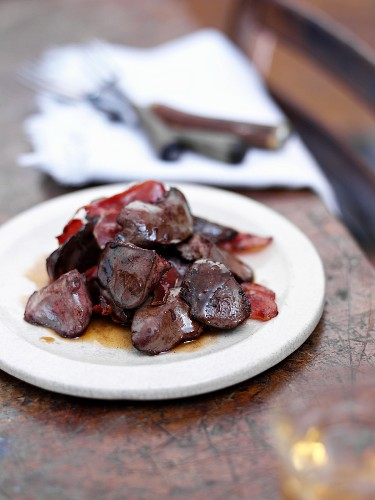 Fried chicken livers with Iberico ham