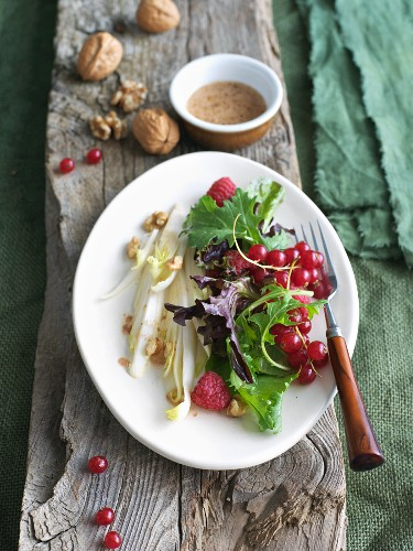 Endive and Mixed Green Salad with Raspberries, Walnuts and Currants
