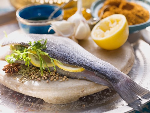 Bass with lemon slices and spices