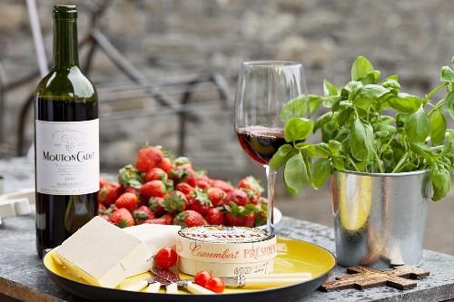 Camembert cheese, strawberries, red wine and basil
