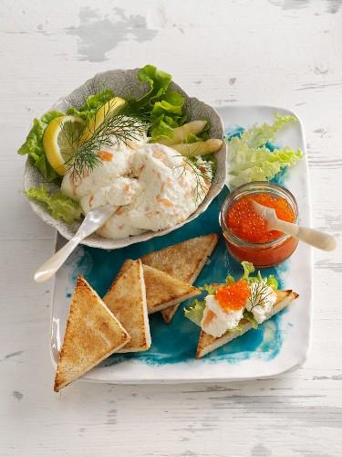 Weisses Spargelmousse mit Räucherlachs und Forellenkaviar