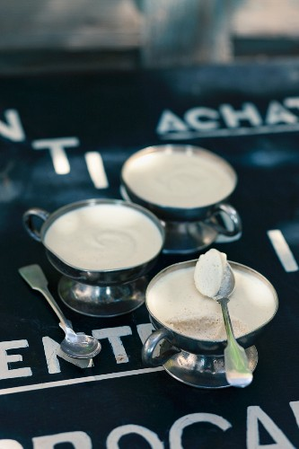 Vanilla mousse in dessert bowls