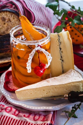 Preserved pears and cheese for Christmas (Sweden)