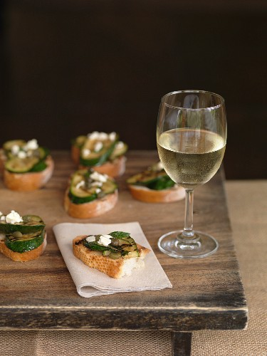 Bruschetta with courgette and a glass of white wine