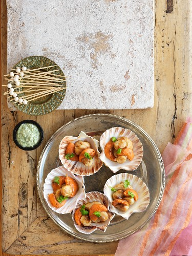 Fried scallops with limes and tamarind