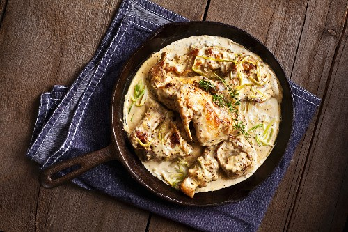 Rabbit in a mustard sauce with leek and thyme