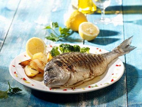 Grilled seabream with potatoes and broccoli