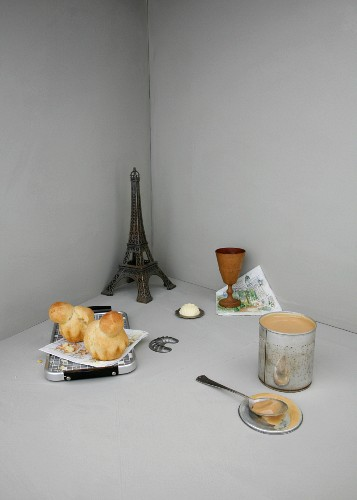 An image representing French cuisine, with brioche and a model of the Eiffel Tower
