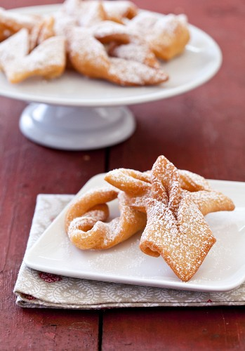 Kleiners (Danish Twisted Fried Dough Cookie)