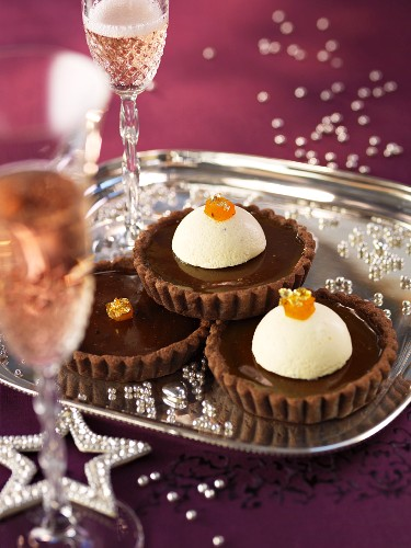 Chocolate tartlets with spiced parfait
