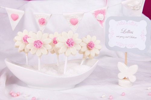White chocolate lollies with pink sugar roses