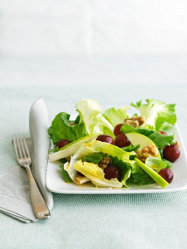 Salad with Apples, Grapes and Walnuts