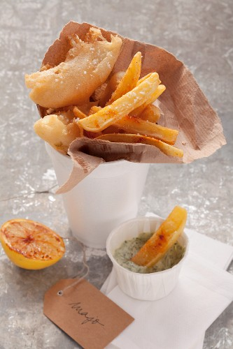 Celery and chips with herb majo