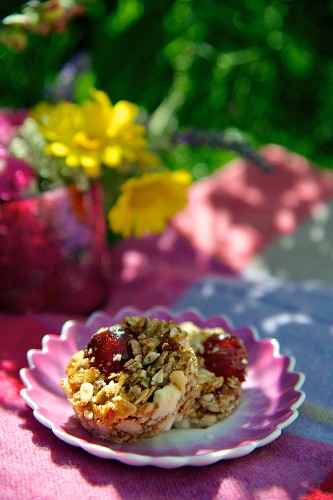 Muesli cake with cherries