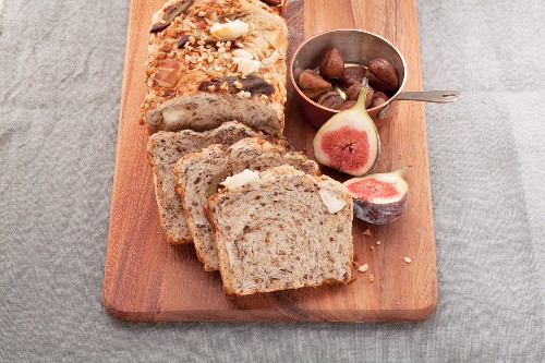 Chestnut bread with almonds, goat's cheese and caramelised figs