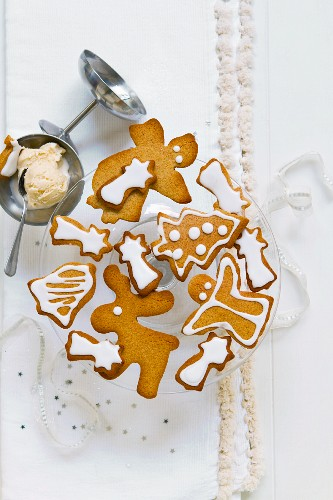 Gingerbread biscuits and almond ice cream for Christmas
