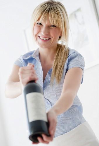 USA, New Jersey, Jersey City, waitress presenting wine