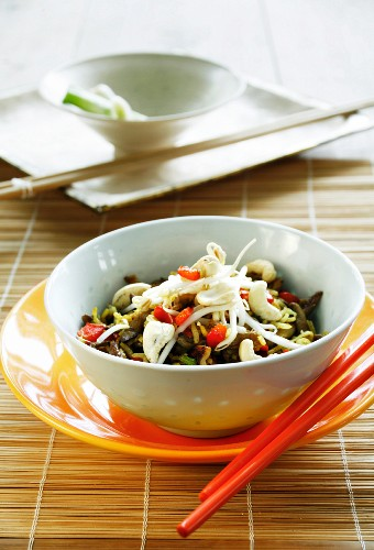 Rice dish with oyster mushrooms, Mung bean sprouts and cashews