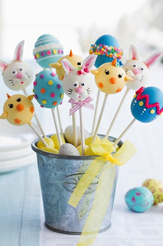 Cake pops for an Easter party