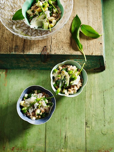 Asparagus risotto with wild garlic