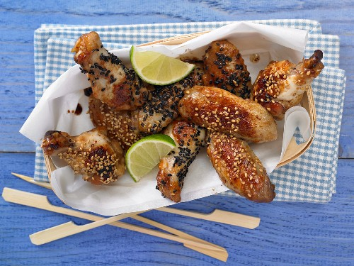 Crispy chicken wings with toasted sesame seeds