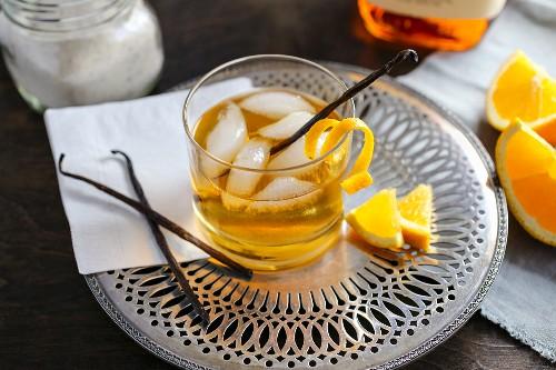 Cocktail mit Vanille und Orange