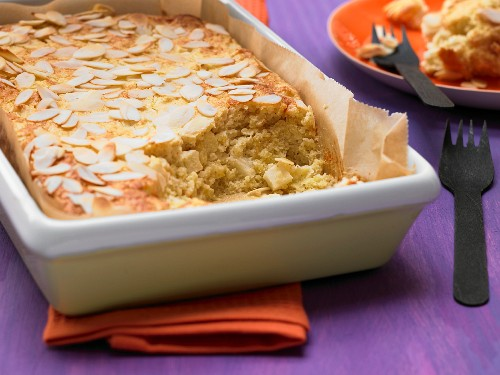 Millet bake with pear and flaked almonds