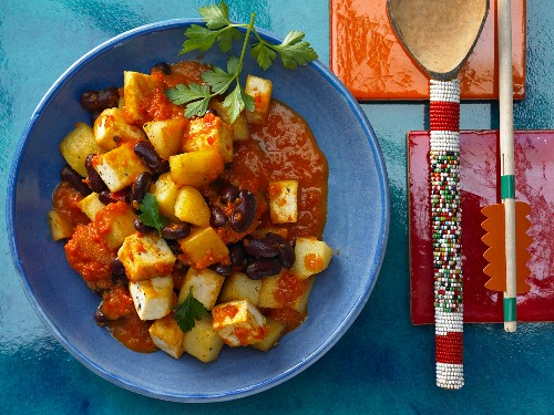 Pan-fried potatoes with tofu and kidney beans