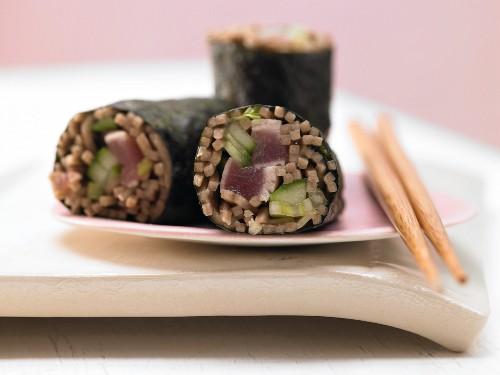 Tuna maki rolls with soba noodles