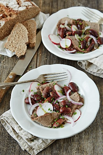 Beef salad with runner beans and pumpkin seed oil