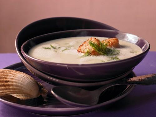 Fine fennel cream soup with scallop and saffron