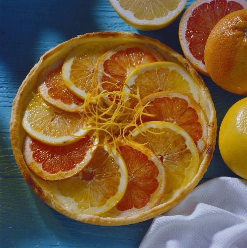 Grapefruit tart (short pastry with grapefruit slices)