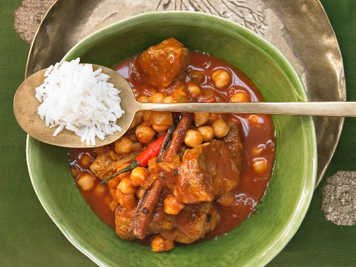 Lamb curry with chickpeas and cinnamon